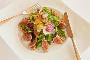 salada de jantar menestra foto