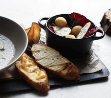 sopa de creme gourmet com legumes foto