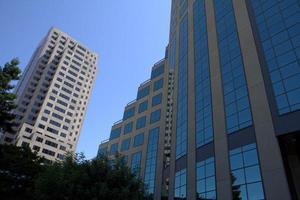 edifícios de escritórios highrise no centro de sacramento foto