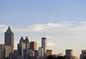 vista da paisagem urbana dos arranha-céus do centro de atlanta foto