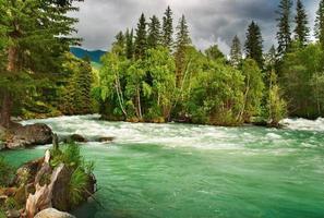 rio da montanha kucherla foto