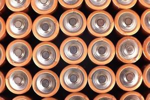 baterias de ouro em linhas foto