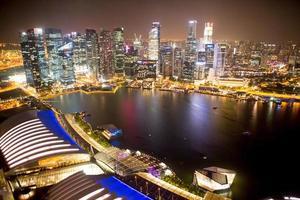 Cingapura durante a noite. foto