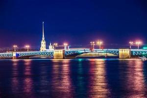 visão noturna linda de São Petersburgo, Rússia foto