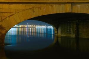 são petersburgo, rússia, visão noturna foto
