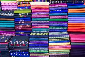 birmania roupas coloridas foto