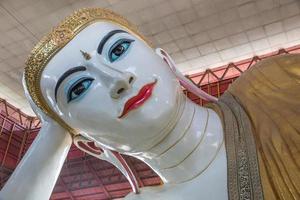 chaukhtatgyi paya e ngahtatgyi paya, o marco da cidade de yangon foto