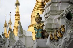 pagode schwedagon, o templo budista mais importante da Birmânia foto