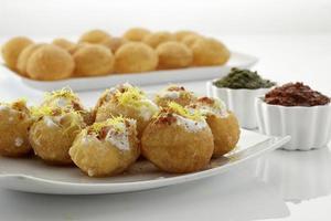 dahi batata puri, comida de bate-papo, índia foto
