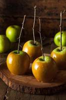 maçãs de caramelo verdes caseiras