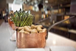espargos e batatas foto