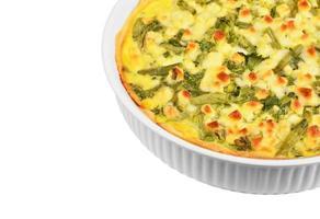 torta com queijo, aspargos e ervas