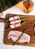 aspargos com bacon foto