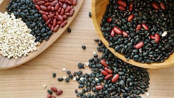 feijão vermelho preto e lágrima do trabalho multigrain protien alimentos foto