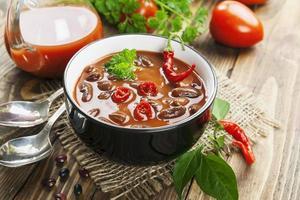 sopa de pimenta com feijão e verduras