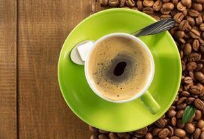 xícara de café na madeira foto