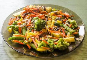prato de legumes fritos