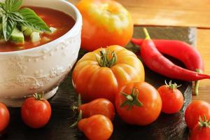 gaspacho de tomate fresco foto
