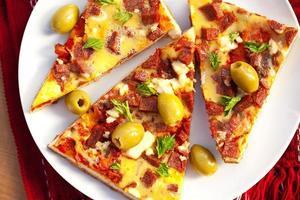 deliciosa fatia de pizza foto