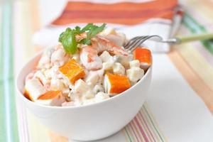 salada de surimi foto
