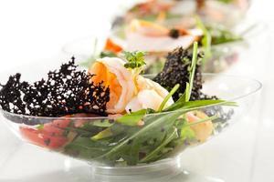 salada de buffet foto