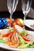 salada de camarão saboroso foto