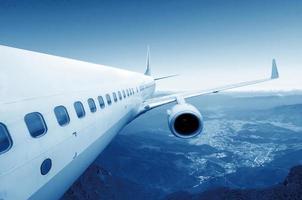 grande avião no céu foto