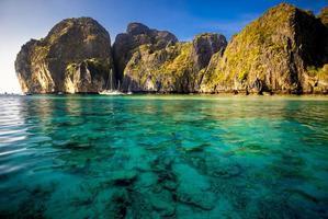 pitoresca paisagem do mar. foto