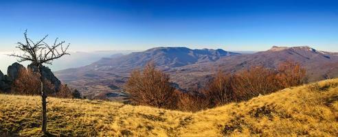 paisagem de outono de montanha foto