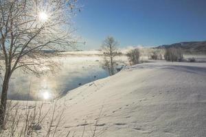 paisagem de inverno em tjåmotis foto