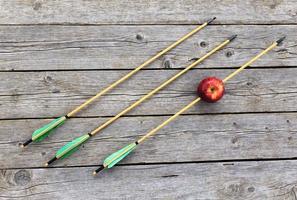 flecha perfurada maçã