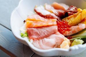 prato de sashimi foto
