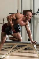 exercícios para trás com halteres