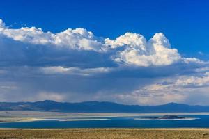 mono lago paisagem, califórnia, eua. foto
