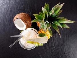 cocktail exótico de verão com frutas