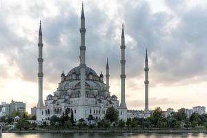 mesquita sabanci, adana, turquia foto