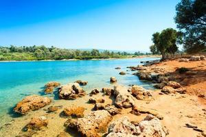 paisagem costeira na ilha de Cleópatra foto