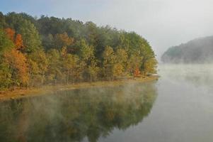 queda riacho cai lago foto