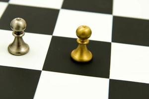 jogo de xadrez - peões em linhas, alinhados foto