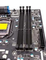 coleção eletrônica - componentes digitais na placa-mãe do computador foto