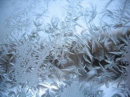 janela de inverno congelado foto
