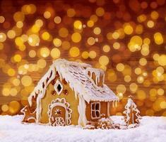 casa de gengibre de férias de inverno. foto