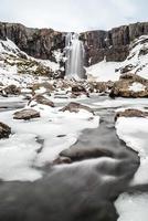 Cachoeira de inverno em borgarfjordur