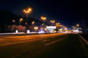 cena noturna na cidade de kiev foto
