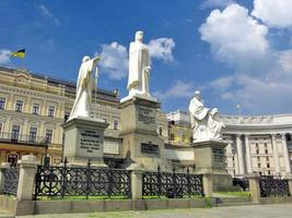monumento da princesa olga em kiev foto