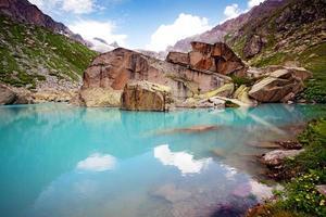 lago na montanha foto