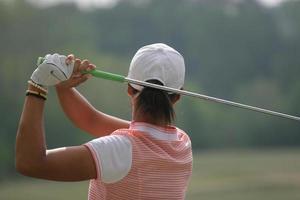 senhora golf swing finish foto
