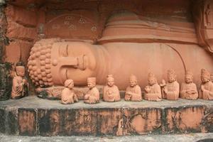 estátua de Buda chinês reclinado em shenzhen foto