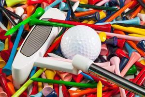 vários equipamentos de golfe de madeira foto