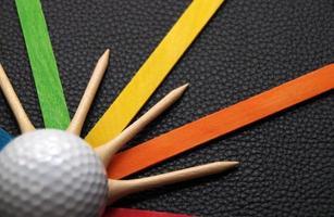 bolas de golfe e camisetas foto